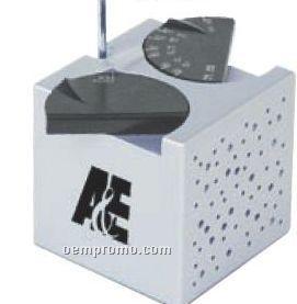 The Cube AM/ FM Desk Radio