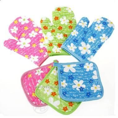 Oven Mittens And Pot Holder