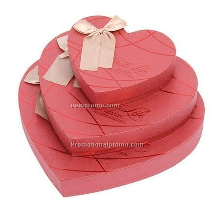 Heart-shaped boxes, gift boxes, red heart-shaped gift box
